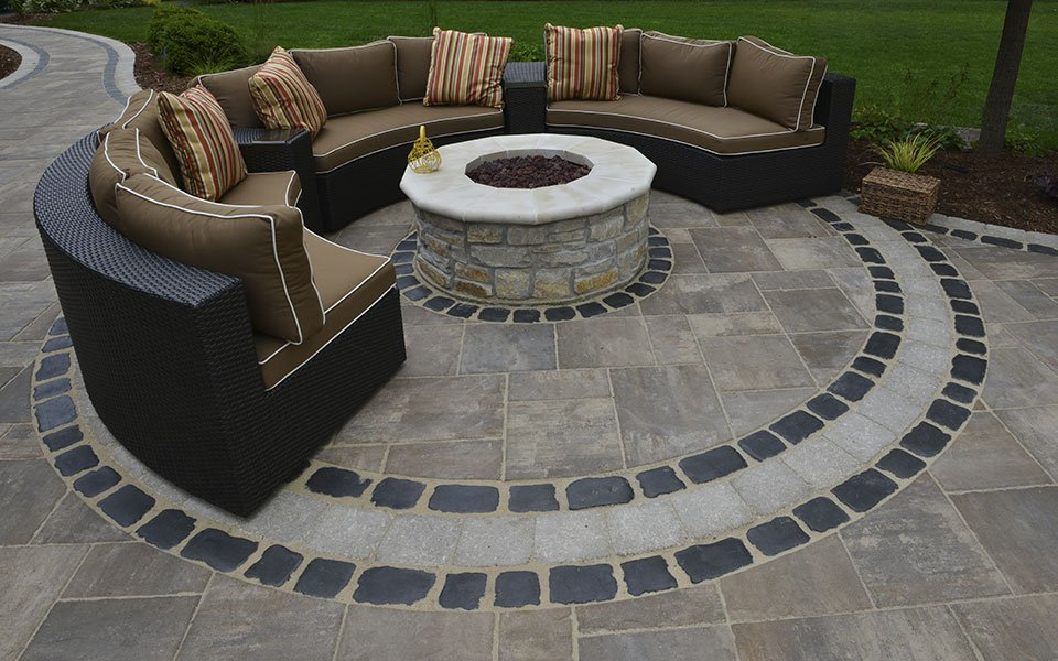 UNILOCK-Beacon-Hill-Flagstone-Courtstone-Sitting-Space